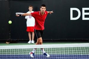 Elégance et fluidité du champion de tennis Serbe Djokovic