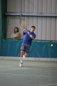 avancer dans le court de tennis
